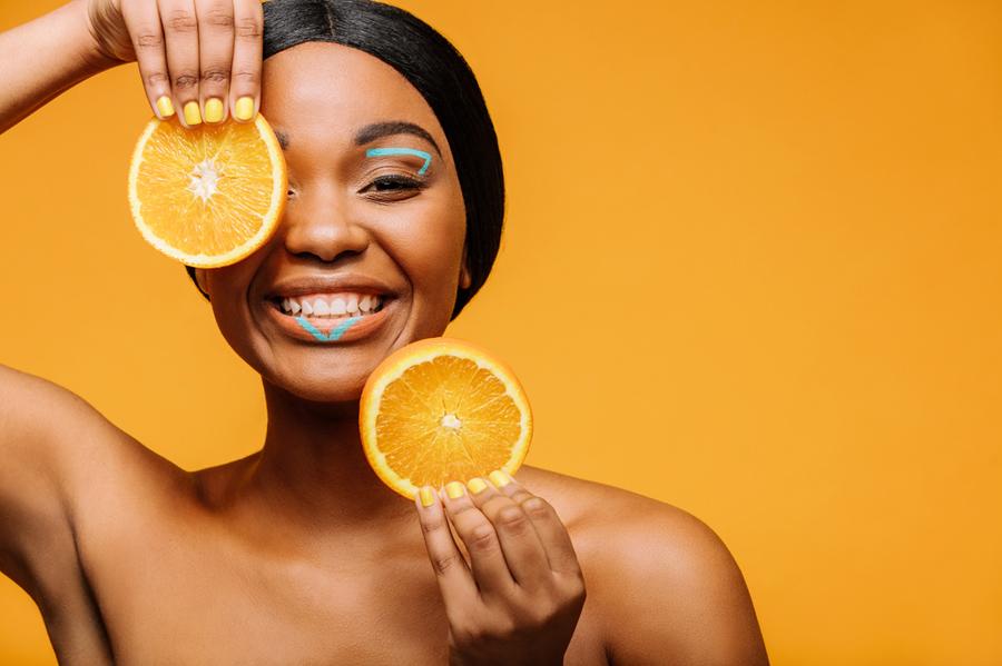 kobieta-owocowa-pielegnacja