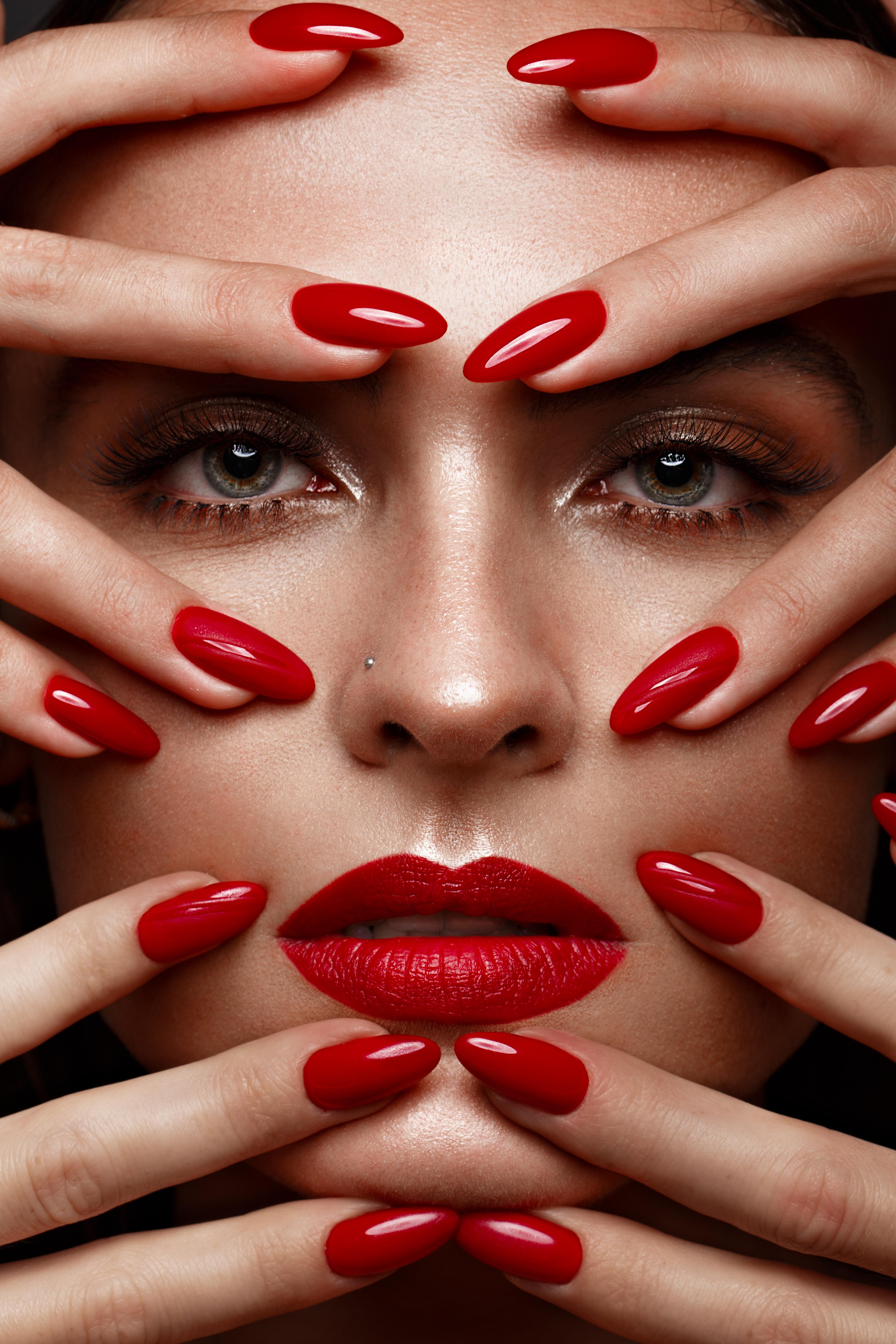 czerwona-paznokcie